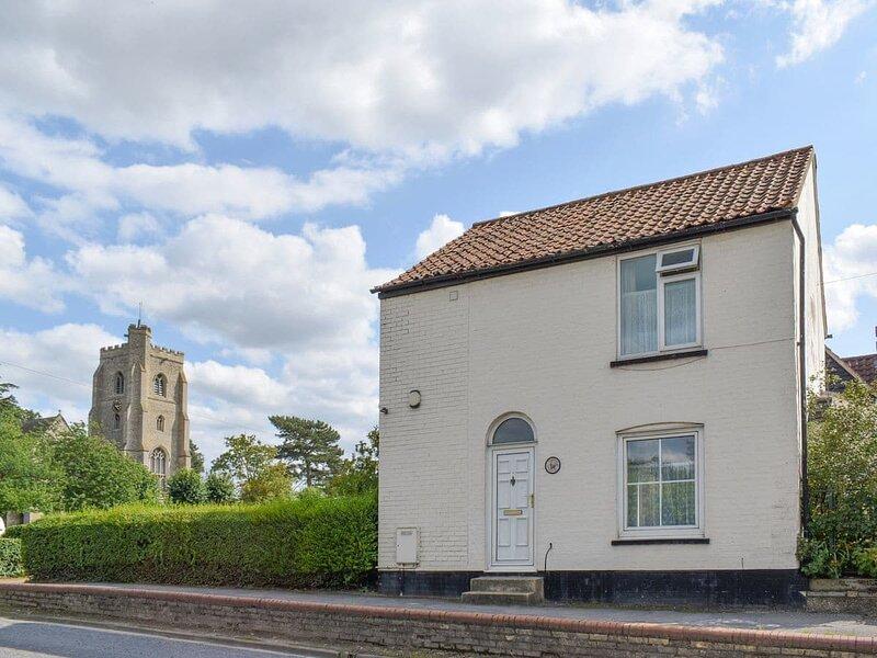 Angelina Cottage, holiday rental in Isleham