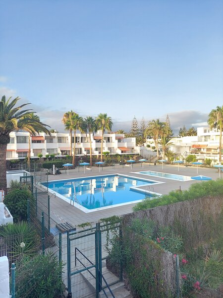 Blue Apartment, Wifi Free Pool View, holiday rental in Las Rosas