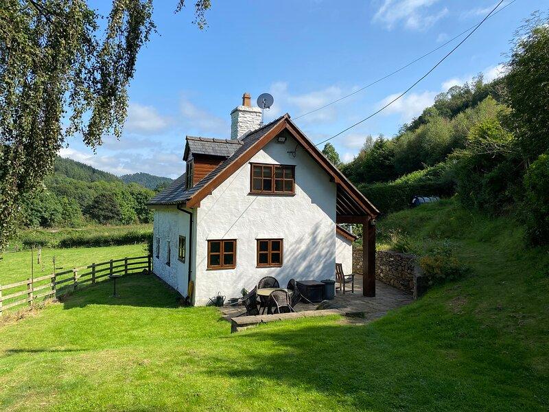 Tan Y Garth Cottage, Llangollen, holiday rental in Glyn Ceiriog