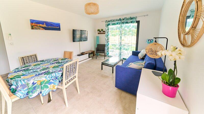 Independent Guesthouse within a villa, casa vacanza a Ortaffa