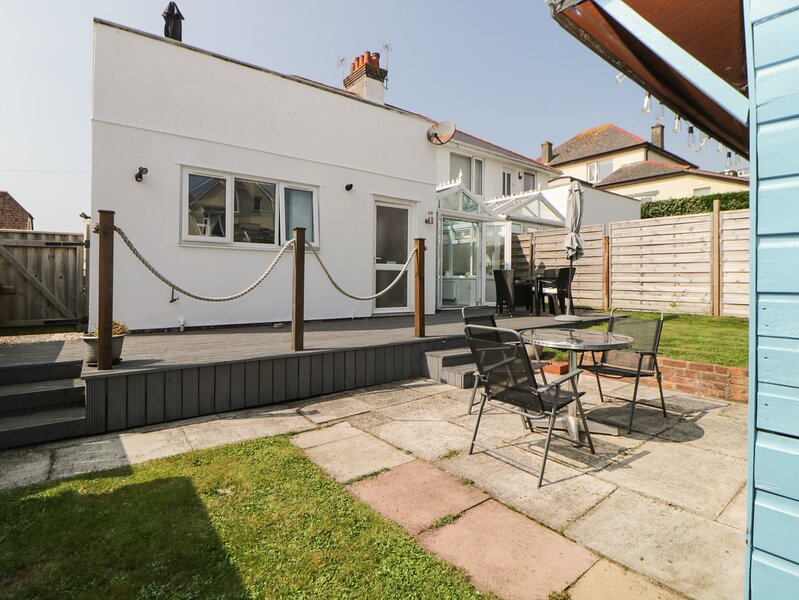PIER VIEW, all ground floor, garden with patio, conservatory, pet-friendly, in, location de vacances à Marldon