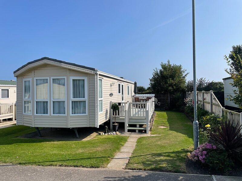 Sundowner caravan park, holiday rental in Hemsby