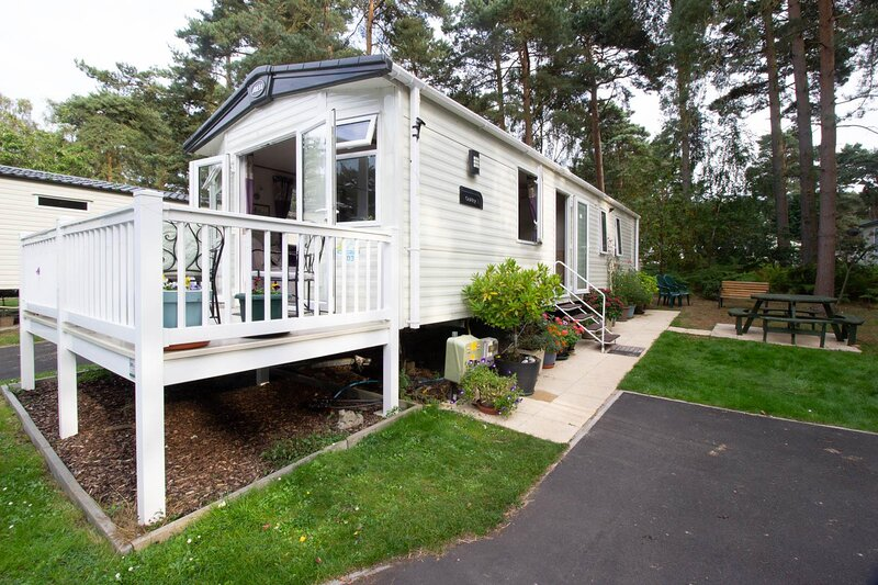 Beautiful caravan with decking at Haven Holiday Park in Norfolk ref 11303MC, holiday rental in Fritton