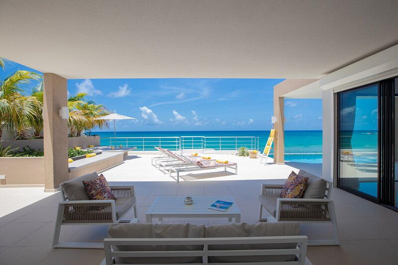ALMA... Fabulous Modern Oceanfront Villa in Fun Oceanfront Location!, holiday rental in Maho