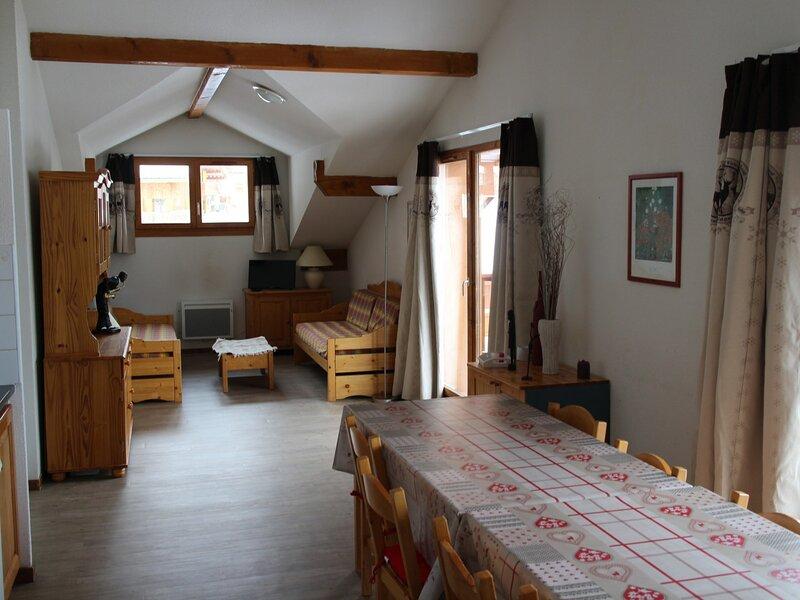 Grand appartement 10/12 personnes avec vue sur la Vanoise, holiday rental in Modane