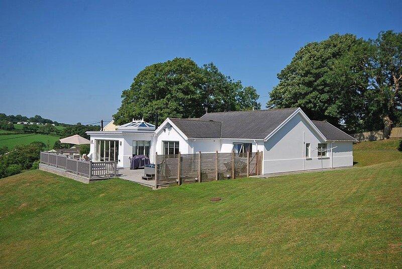 Amber Cottage - Luxury Cottage, Hot Tub, Sea Views and Log Burner, alquiler de vacaciones en Saundersfoot