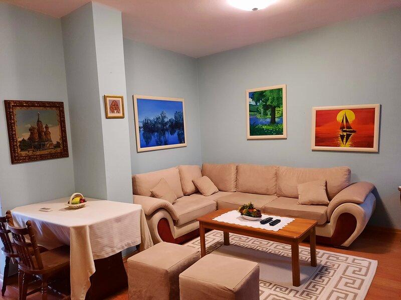 Sunny 1-BD Apartment in a charming area, casa vacanza a Daias-Barabas