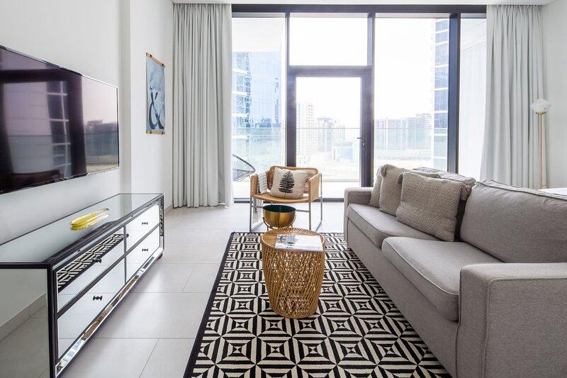 Amazing Spacious Studio in Burj Khalifa District!, casa vacanza a Hatta