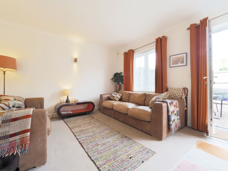 Sweyn House - Spacious 4 bedroom family home by the seaside, holiday rental in Kingsgate
