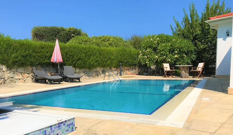 Villa Kazafana with private pool - mountain/sea view and WIFI, location de vacances à Dogankoy