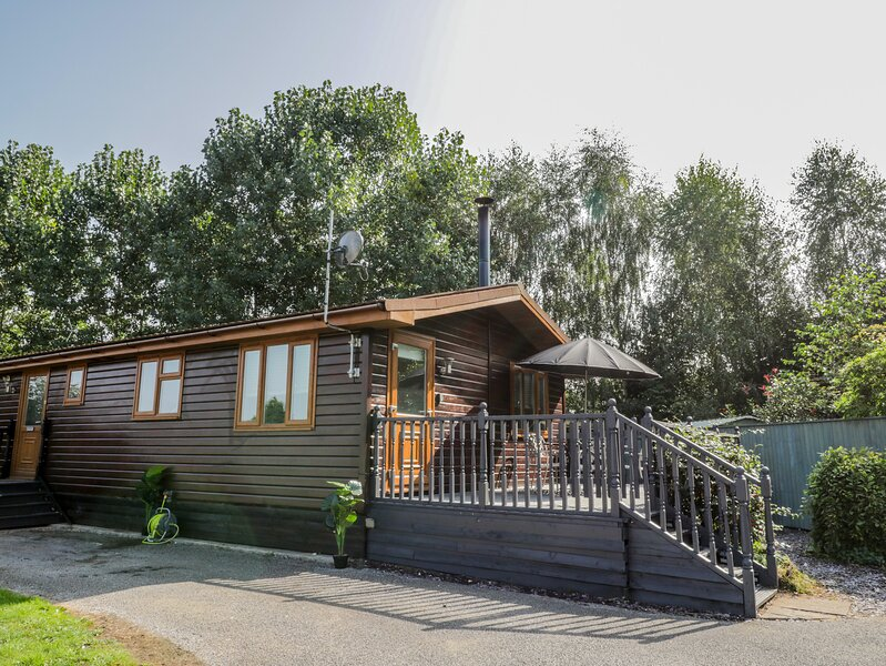 No. 77- Honey Bee Lodge, Wilberfoss, vacation rental in Full Sutton