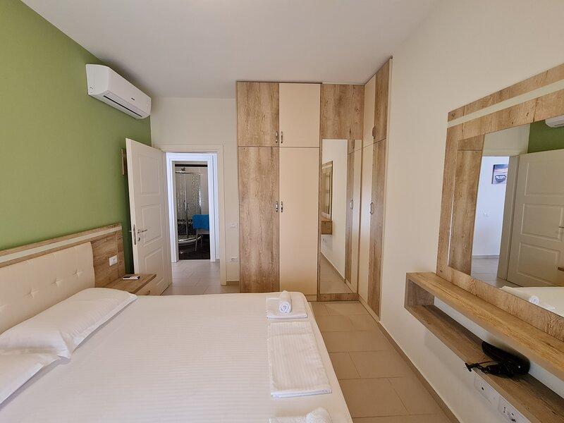 Amara Holiday Apartment  2-Bed in Vlore, Albania, location de vacances à Orikum