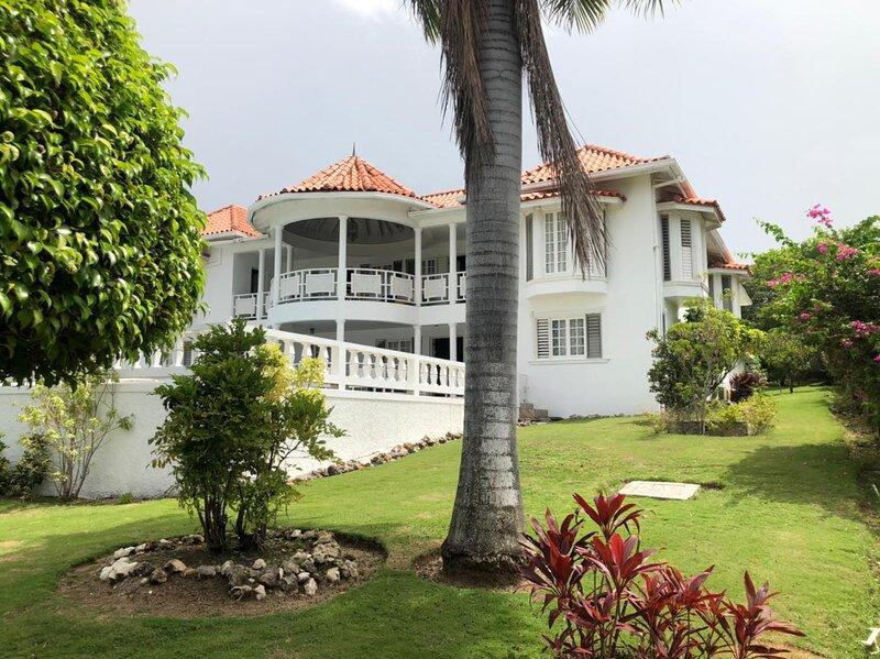 Hunters Villa, vacation rental in Ironshore