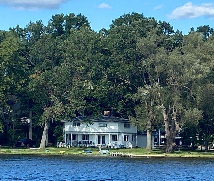 8 Lakes Lodge - Pure Paradise on the Portage Chain of Lakes, casa vacanza a Brighton