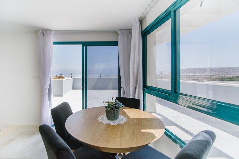 Olala Dead Sea Studio w/ Sea View, casa vacanza a Neot HaKikar