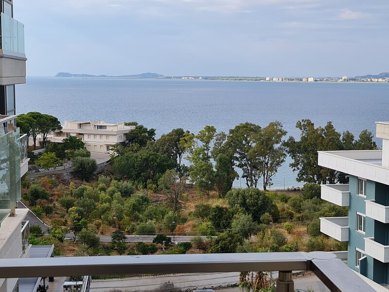 Luna One Bedroom Sea View Apartment Vlore, holiday rental in Pojan