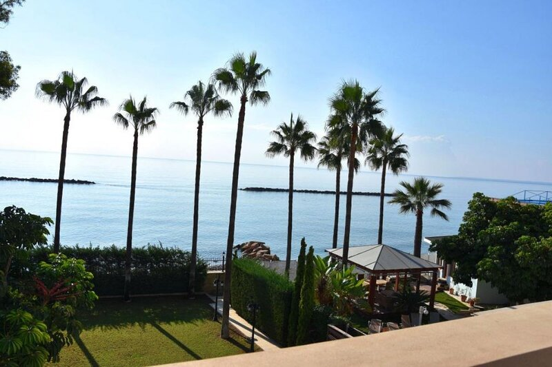 Seafront Holiday Villa, alquiler vacacional en Agios Tychon