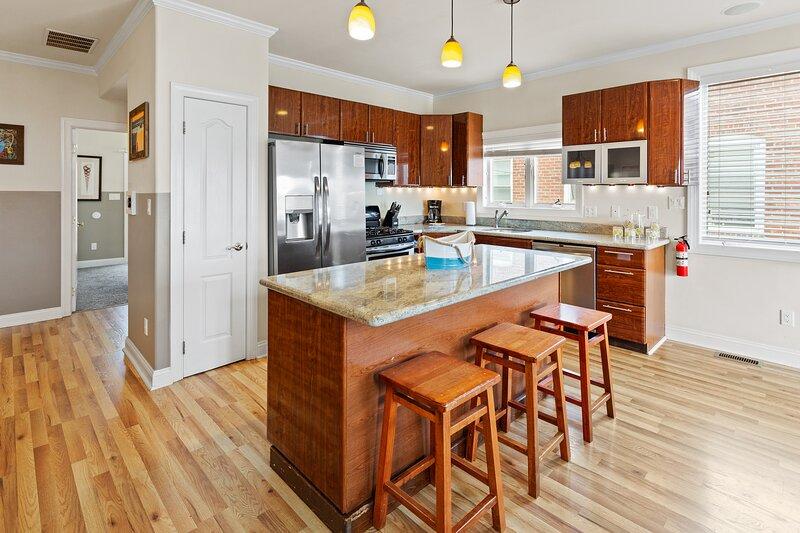 ❤️ Wonderful Kitchen with Beautiful Lighting!