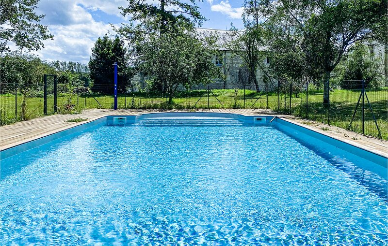 Nice home in Bourgueil with WiFi and 5 Bedrooms (FEI063), holiday rental in Saint Patrice