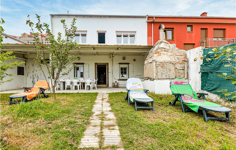 Beautiful home in Fisterra with WiFi and 7 Bedrooms (ESA006), vacation rental in Nemina