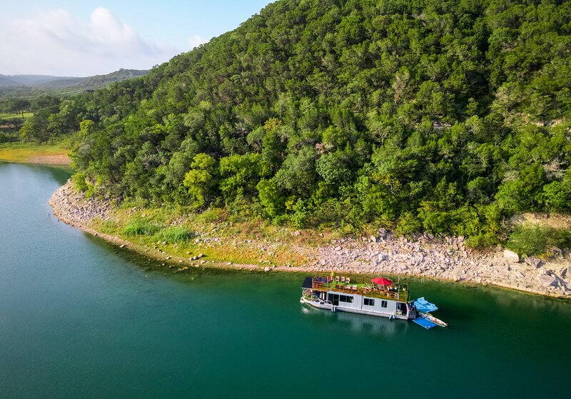 Houseboat-Yacht Nestled In A Lake Travis Cove, holiday rental in Volente
