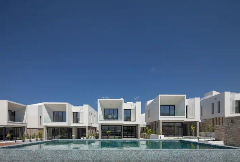 Avalon 1 Villa 2 communal pool, aluguéis de temporada em Emba