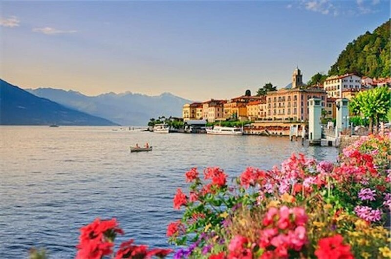 Elegance meets Italian Finesse in Lake Como- A picture perfect lake view villa, location de vacances à Tremezzo
