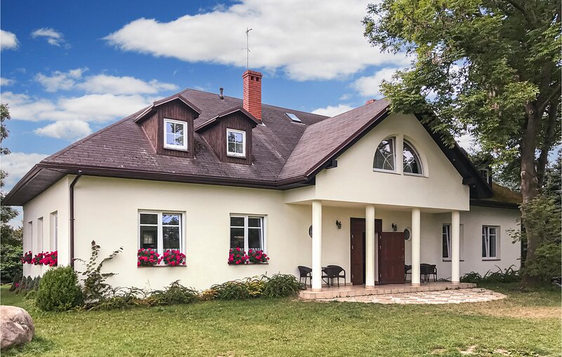 Awesome home in Debina with WiFi and 12 Bedrooms (PPO786), location de vacances à Gardna Wielka