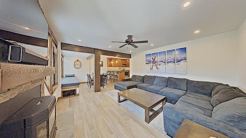 Flooring,Floor,Living Room,Indoors,Room