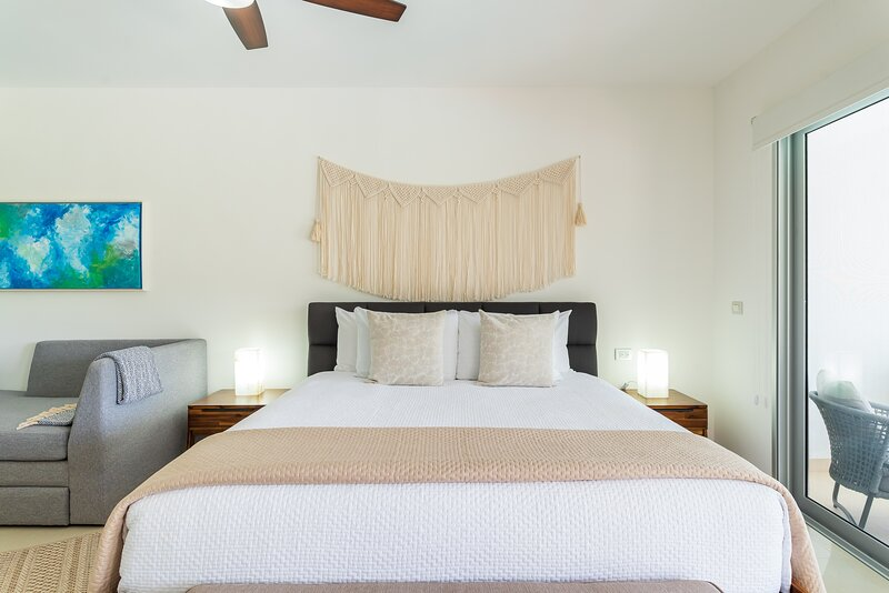 Ceiling Fan,Bed,Furniture,Light Fixture,Table Lamp