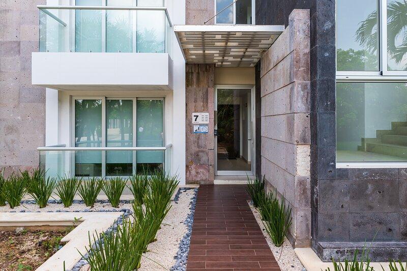Flagstone,Patio,Flooring,Corridor,Door
