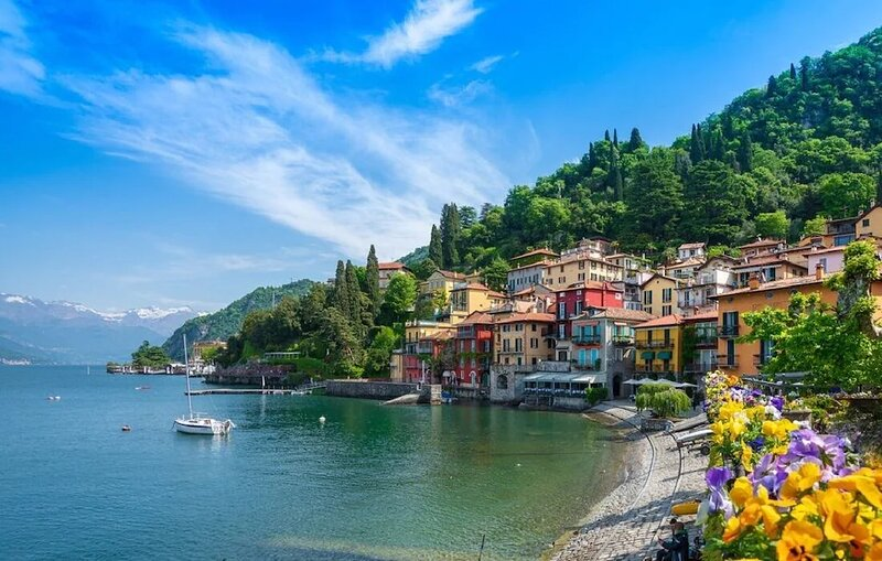 THE ITALIAN FAIRY TALE ON THE SHORES OF LAKE COMO- A MAGICAL 1300M2 HOME, holiday rental in Castiglione d'Intelvi