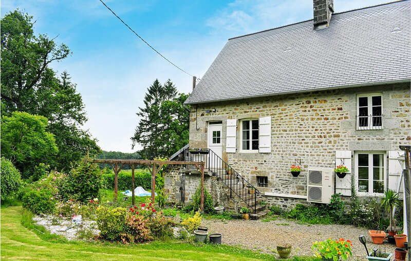Amazing home in Saint-Sever-Calvados with WiFi and 1 Bedrooms (FNC233), holiday rental in Montabot