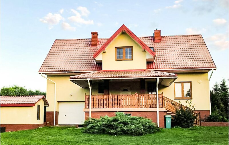 Amazing home in Serniki with 4 Bedrooms (PPS103), vacation rental in Lublin