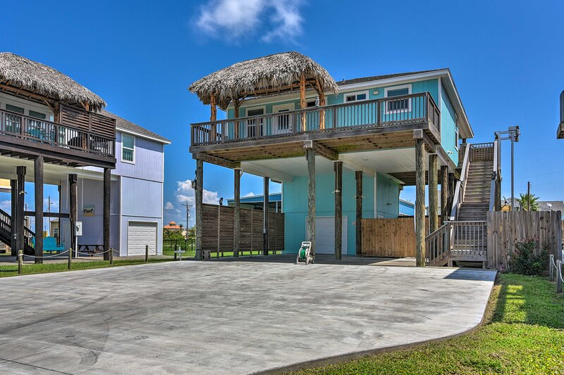 Crystal Beach Vacation Rental | 2BR | 2BA | 1 Level | Stairs Required
