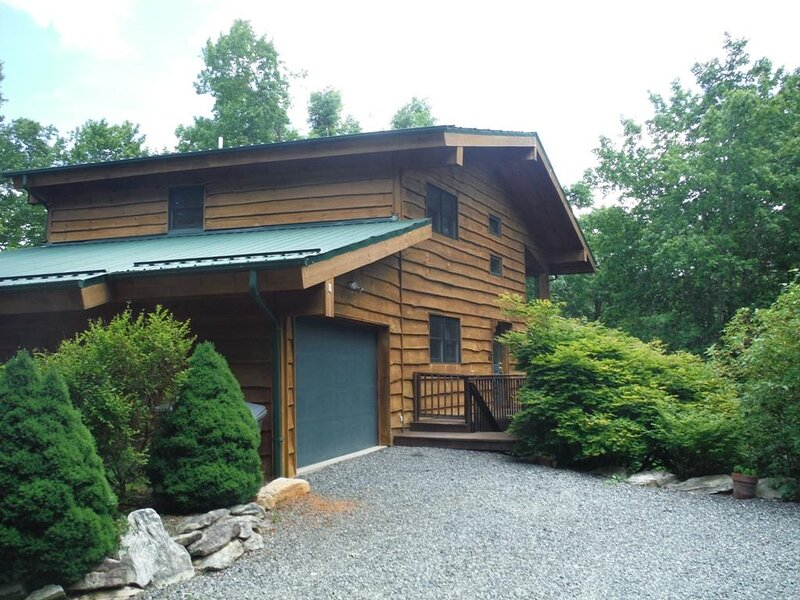Black Bear Lodge at Linville Land Harbor, holiday rental in Linville