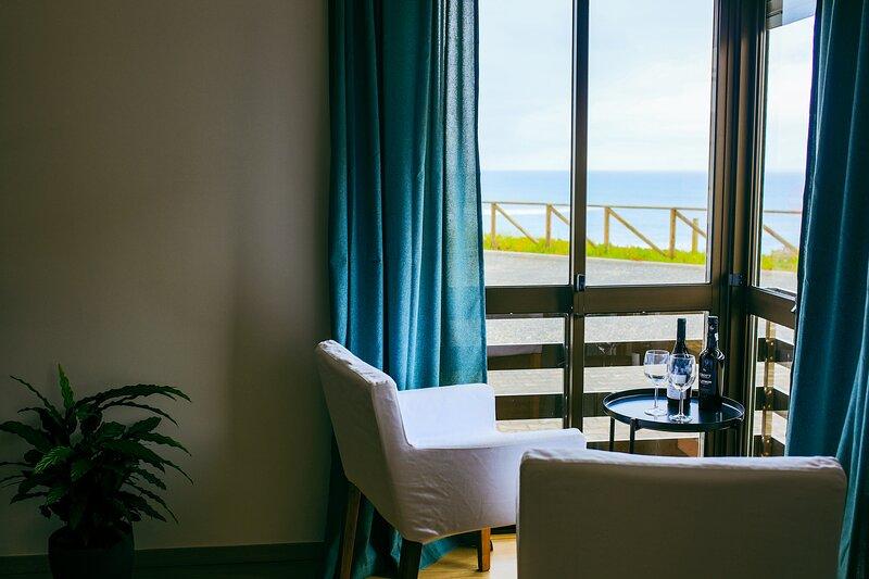 Enjoy VIEW apartment-ocean, surf, beach, eat&work, holiday rental in Atouguia da Baleia