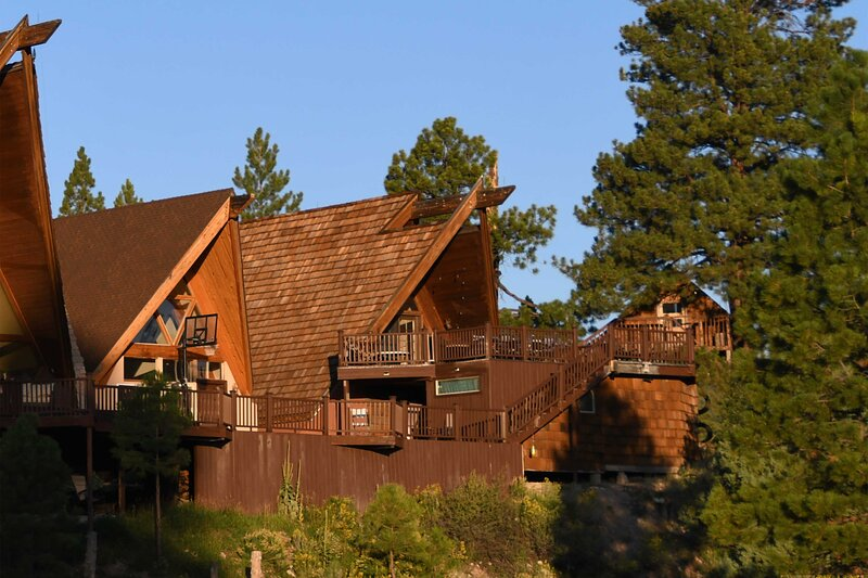 Eclectic Chalet Between Bryce & Zion w/ Mtn Views!, vacation rental in Bryce Canyon National Park