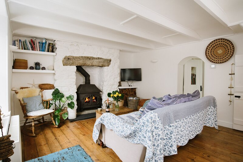 Driftwood - A gorgeous cottage with loads of character; perfect for families loo, casa vacanza a Sithney