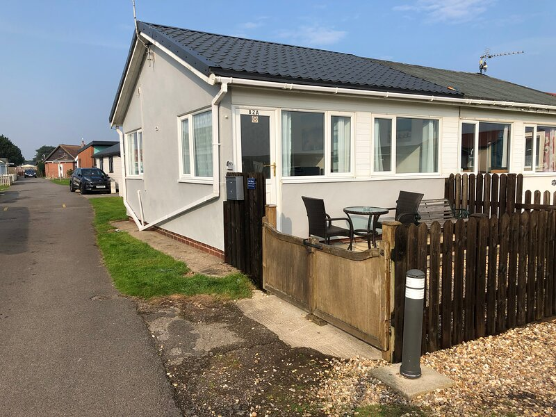 Zac's Shack - Self Contained chalet with 2 bedrooms, holiday rental in Bridlington