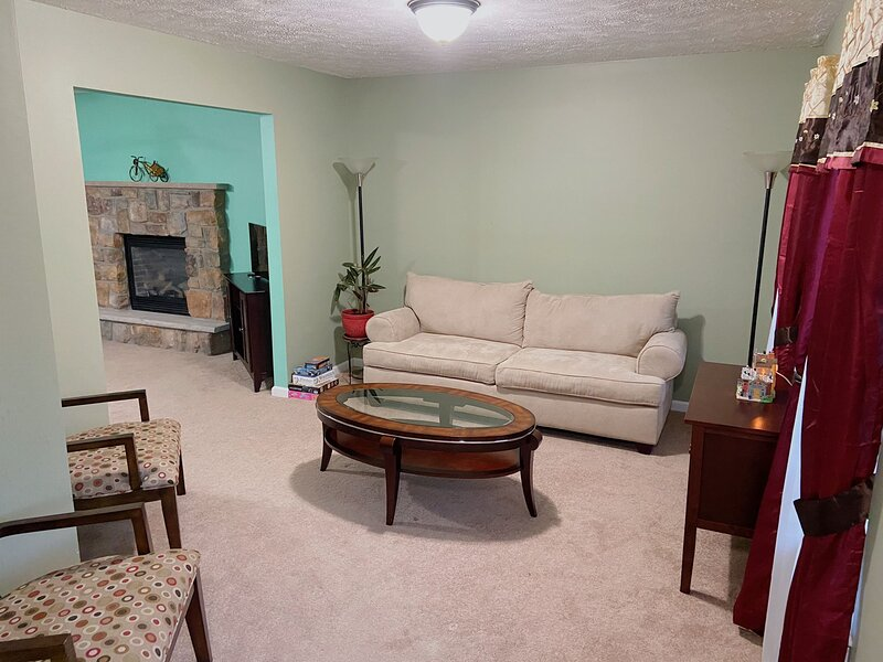 House w/Lawn/Patio/Grill/Walk2Lake in Poconos Near WaterParks/Kalahari/Camelback, vacation rental in Pocono Summit