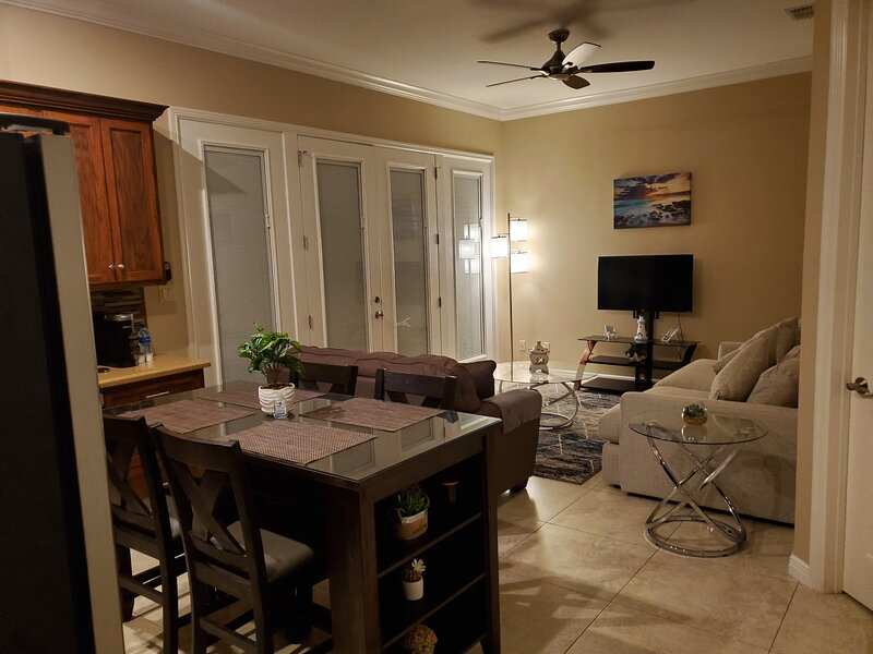 Entire luxury Guest Home close to SpaceX and Boca Chica Beach, location de vacances à Brownsville
