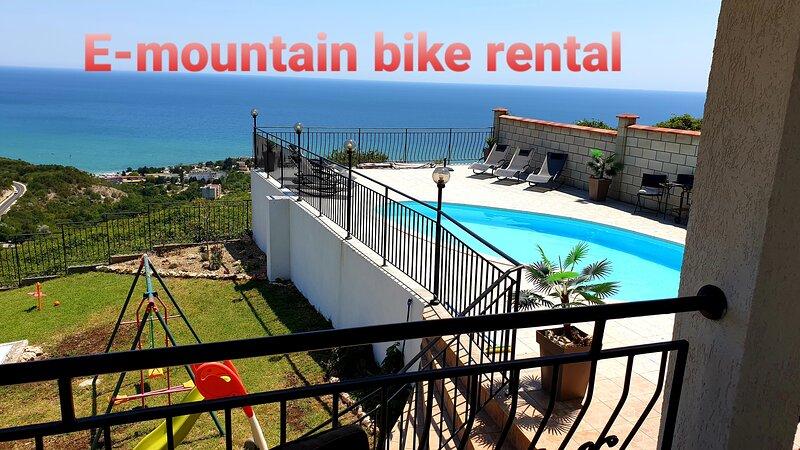 Villa Vista mit Außenpool mit traumhaften Panorama Meerblick, casa vacanza a Topola
