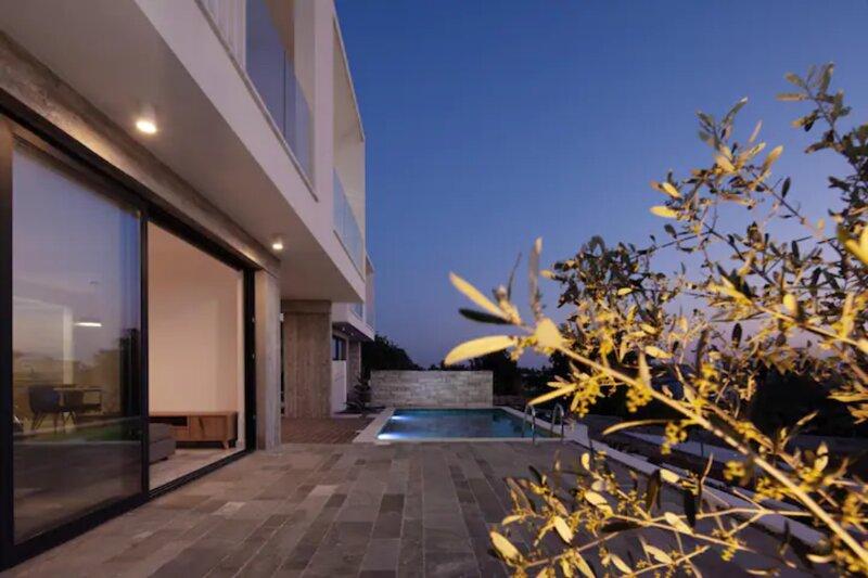 Avalon 1 Villa 12, aluguéis de temporada em Emba