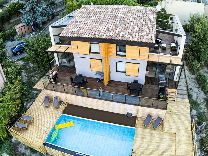 Halte Air et Go  Gite Cheval blanc avec piscine et vue panoramique, holiday rental in Thorame-Basse