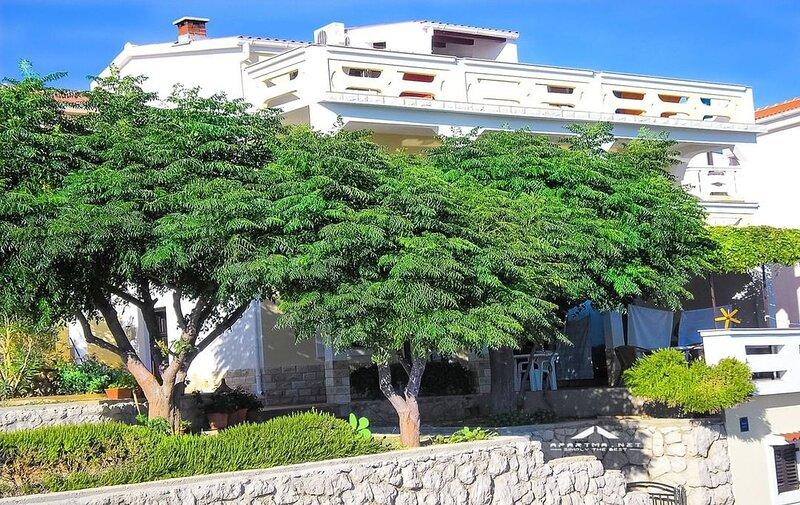 Cosy Apartment near the beach in Zubovici, Croatia, casa vacanza a Zubovici