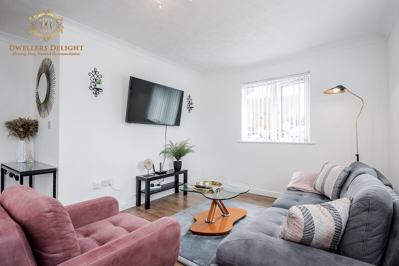 ✯ Stylish House✯3 Bedroom, Upto 7 Guests ☆Prime location ☆ Chafford Hundred, holiday rental in Basildon