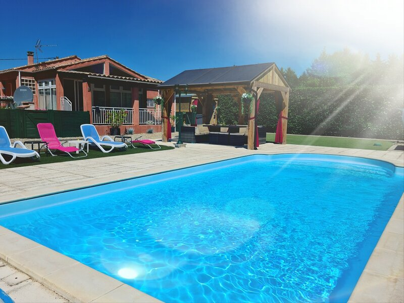 Modern 6 Bedroom villa with private pool near Limoux and Carcassonne, holiday rental in Lauraguel