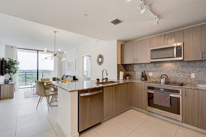 MM805 DOWNTOWN DORAL 2 BEDS & 2 BATHS, location de vacances à Miami Lakes