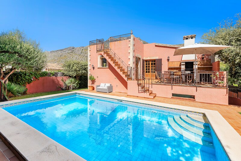 Villa Cavall Bernat with priv. pool, 4 bedrooms & walking distance to the beach!, holiday rental in Cala San Vincente